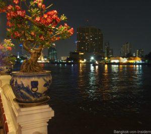 Chao praya zur Nachtzeit