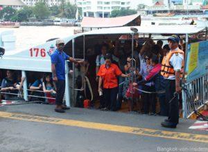 Touristen im Expresboot