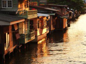 Hauser entlang Khlong Mon