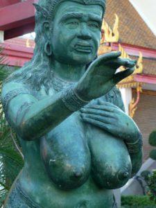 Figur vor Tempel