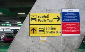 Taxi Schild am Suwarnabhumi