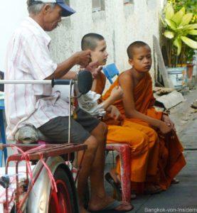 junge Mönche in Bangkok