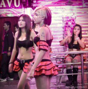 Mädchen Bangkok in der Soi Cowboy