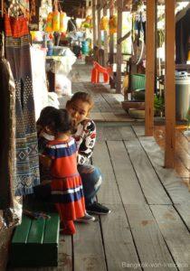 Künstlerfamilien Baan Silapin