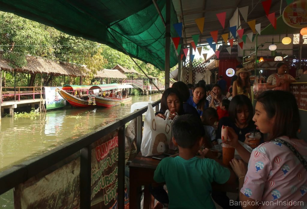 Floating market Lat Mayom